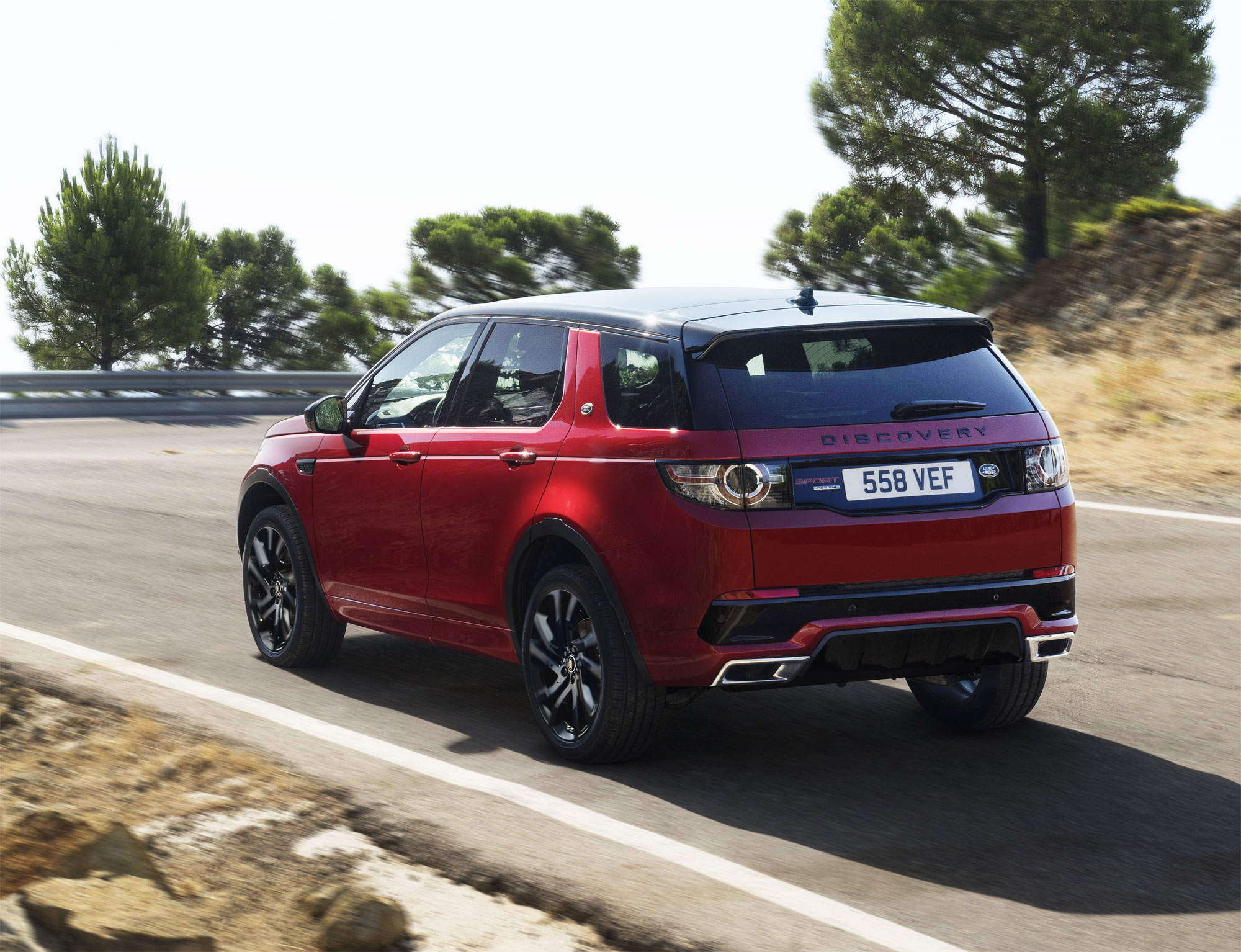The Land Rover Discovery Sport HSE Dynamic Lux - Luxurious Magazine