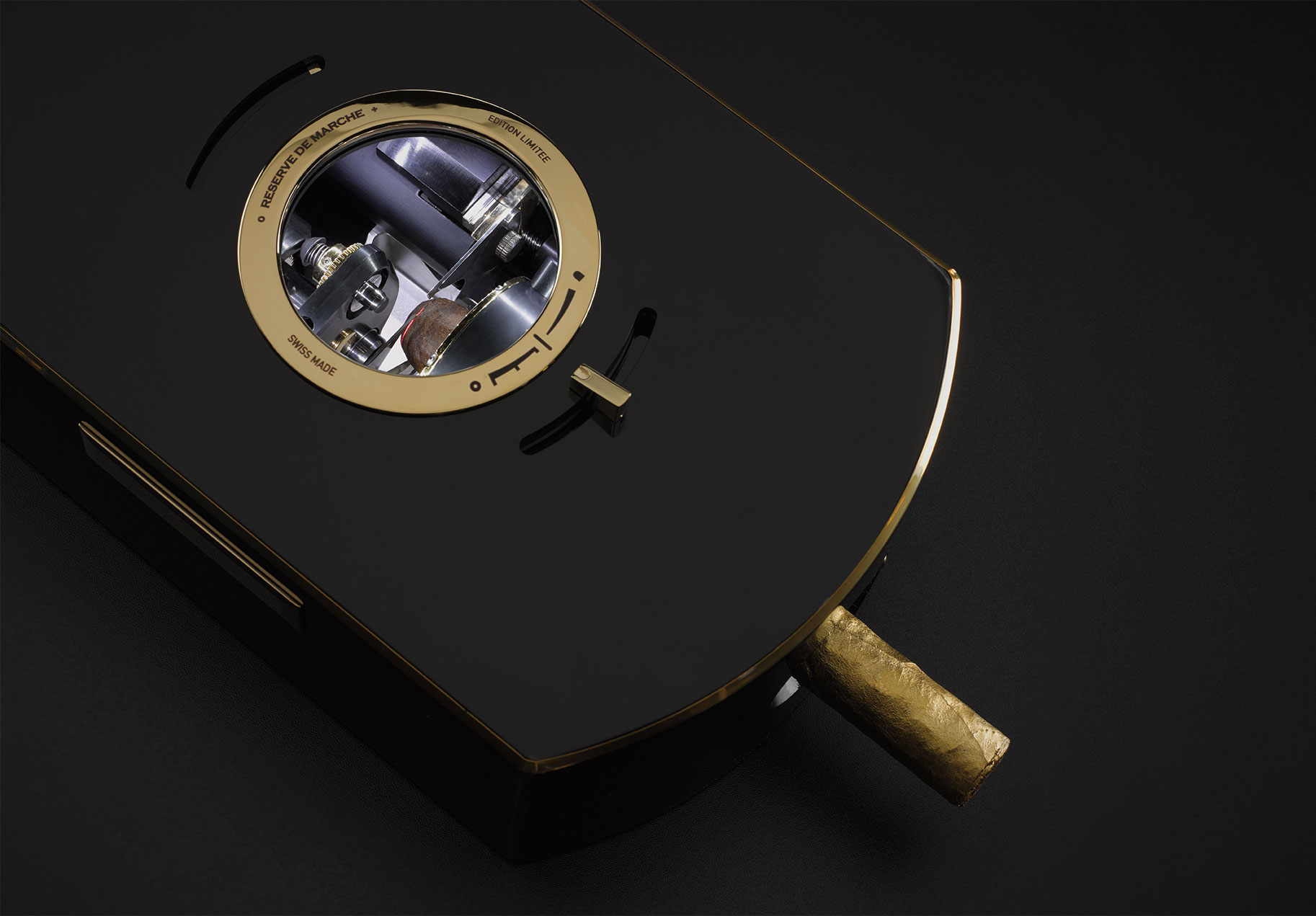 The cigar cutter: the client's choice