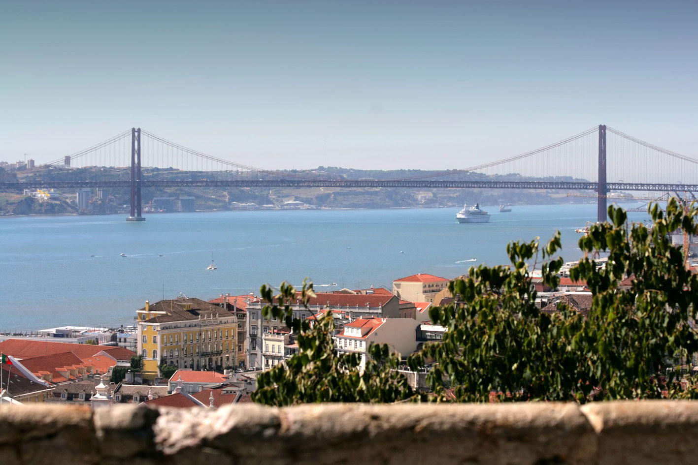 City centre or the suburbs? Close to the beach or near the mountains? Modern or traditional? Living in Lisbon reflects the city's dual personality in more ways than one