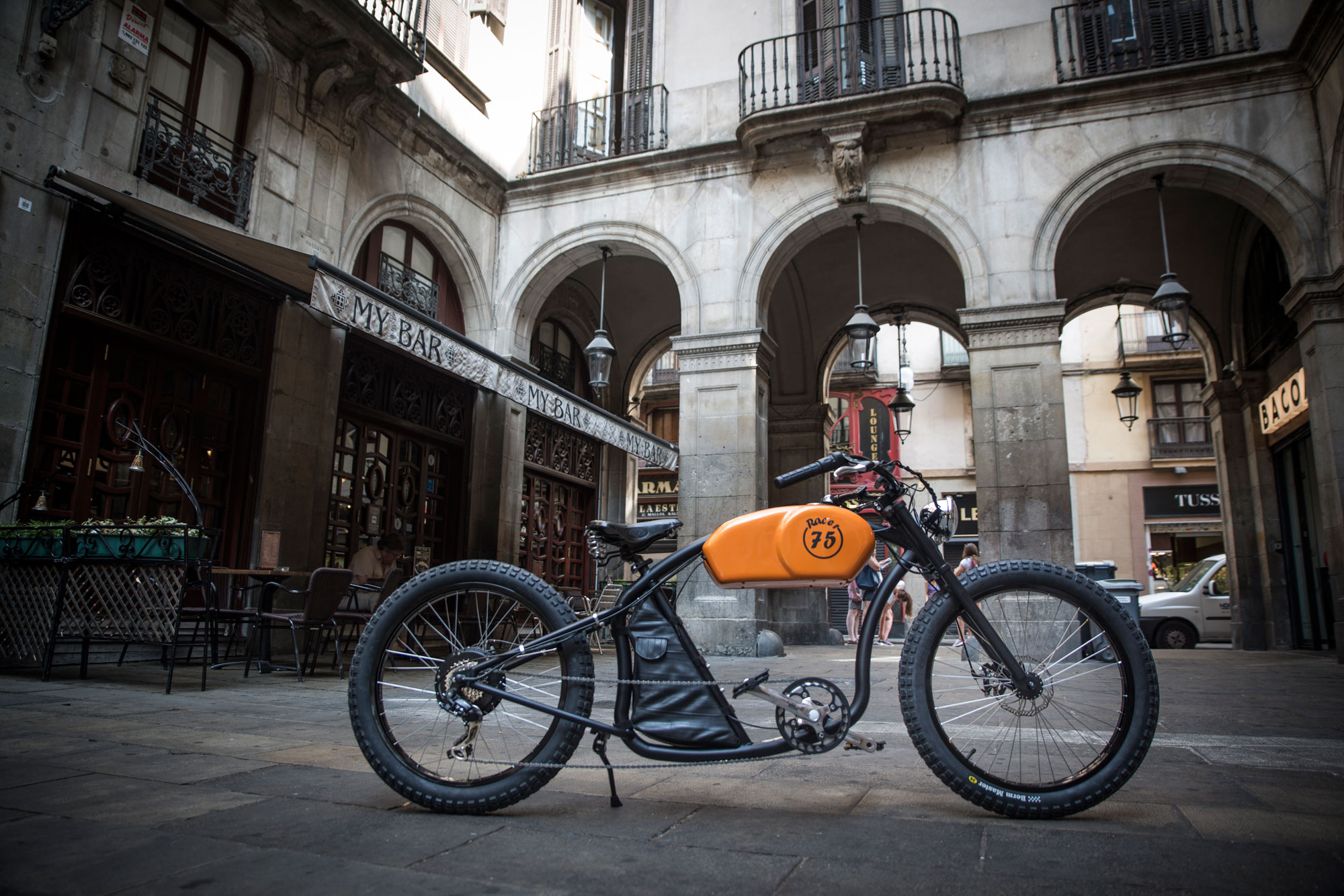 Oto Cycles Launches RaceR Their First E Bike Inspired By The Popular Cafe Racer