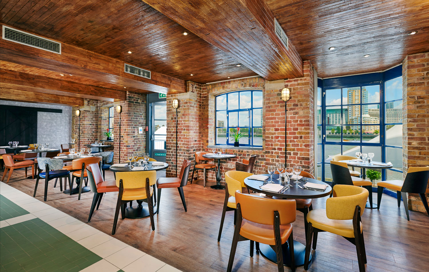 Comunmbia Restaurant at DoubleTree By Hilton Hotel London - Docklands