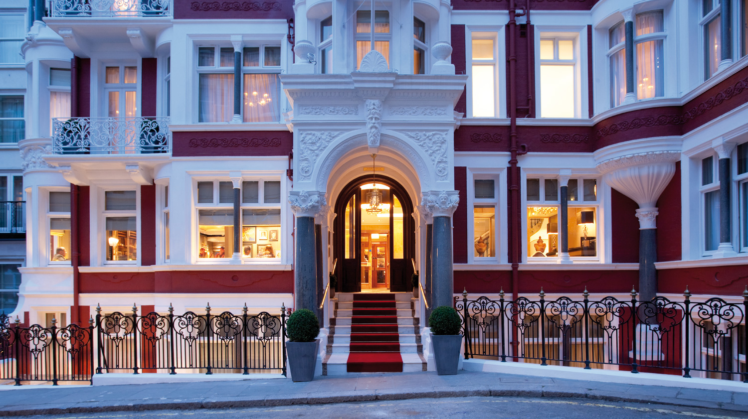 The Height Of Luxury At St. James's Hotel And Club