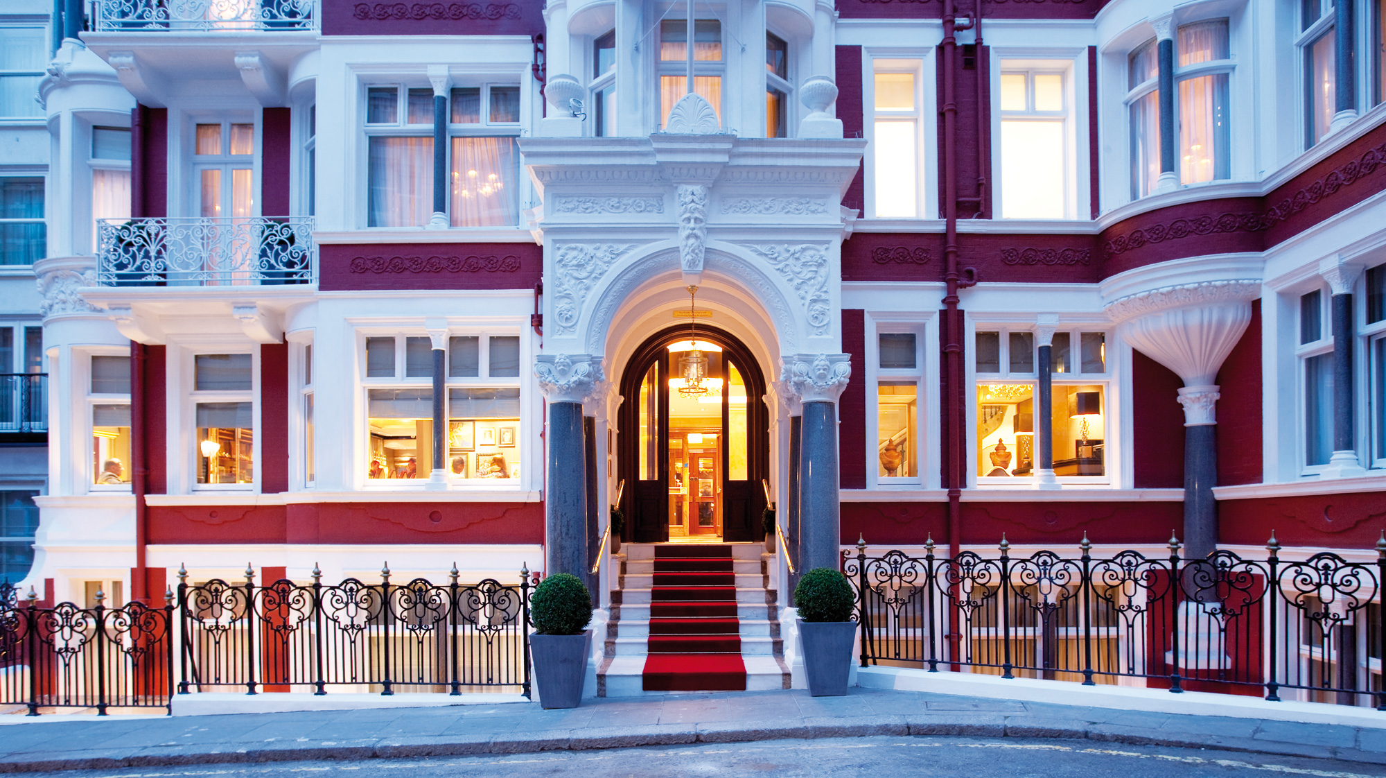 The Height Of Luxury At St. James's Hotel And Club In London