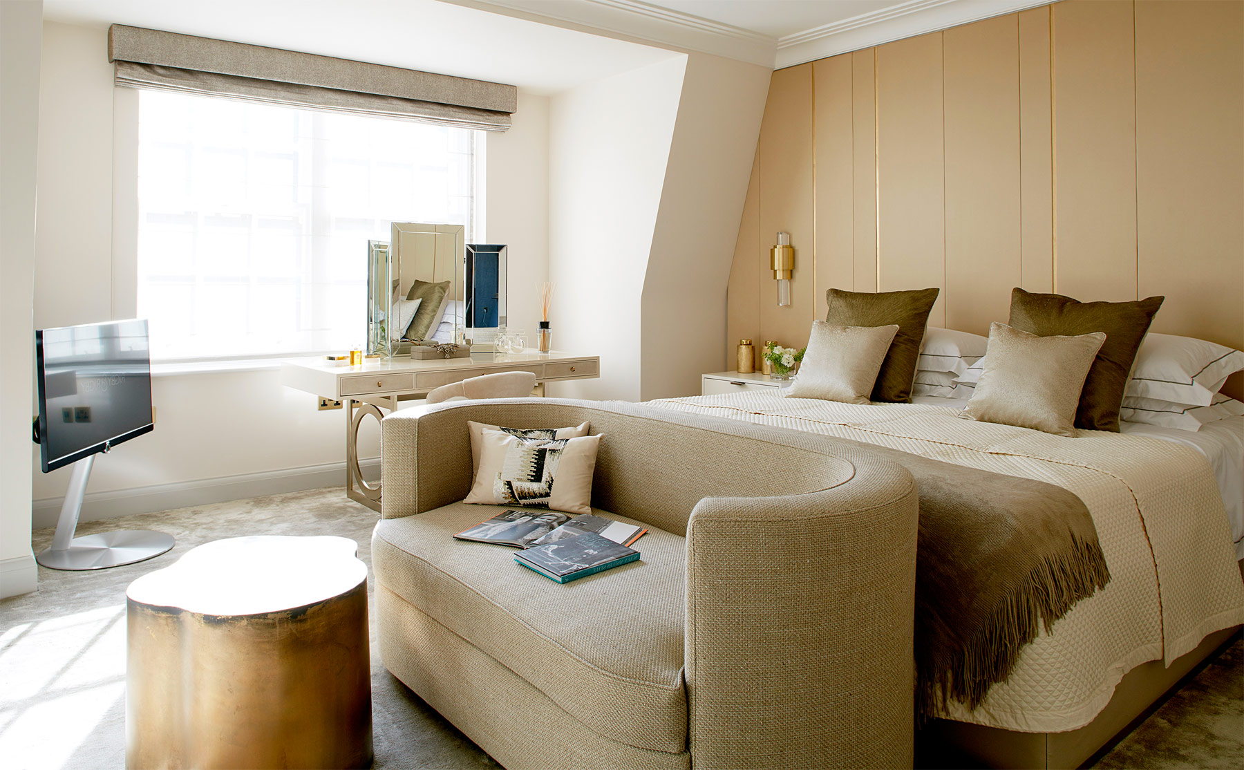 Glitz & Glamour Inspired 1920's Penthouse At London's 12 Charles Street 7