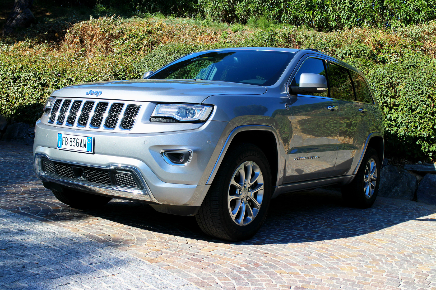 Jeep Grand Cherokee 3.0 V6 CRD Overland Road Test In St.Tropez 8