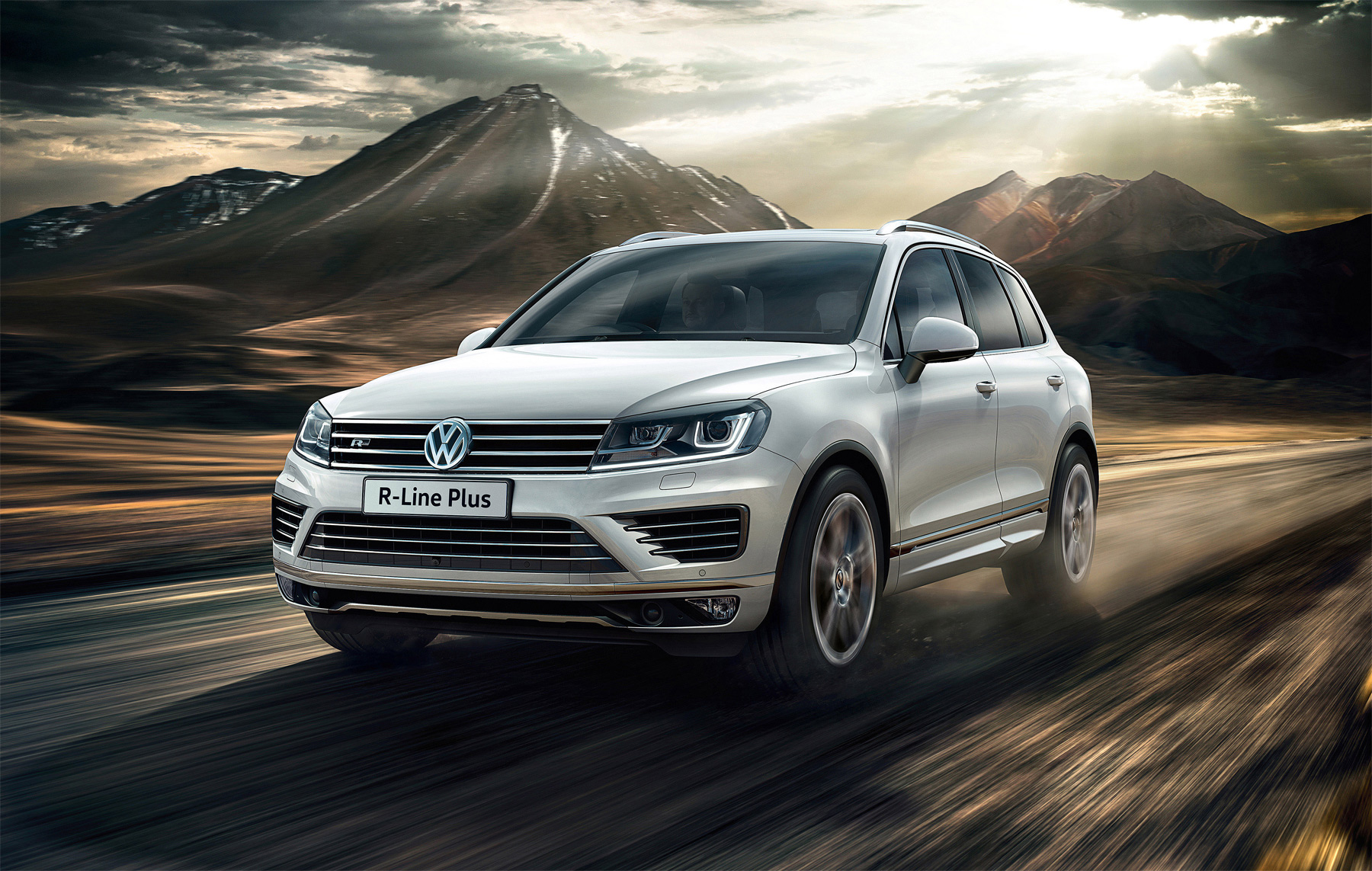 Luxurious Trim Is Added To New Volkswagen Touareg R-Line Plus