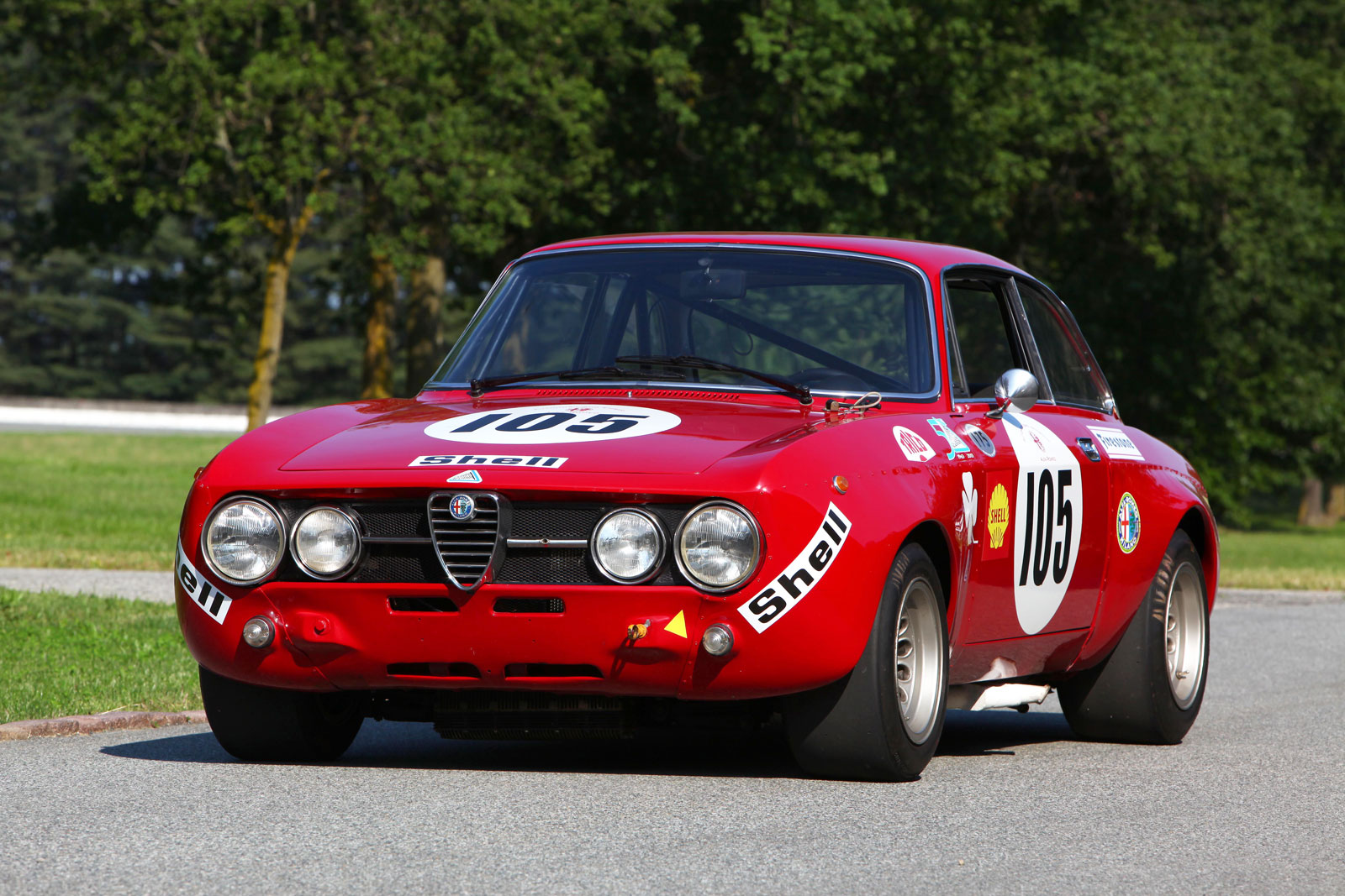 Alfa Romeo's Giulia Quadrifoglio Thrills Us And Goodwood's Huge Crowds 12