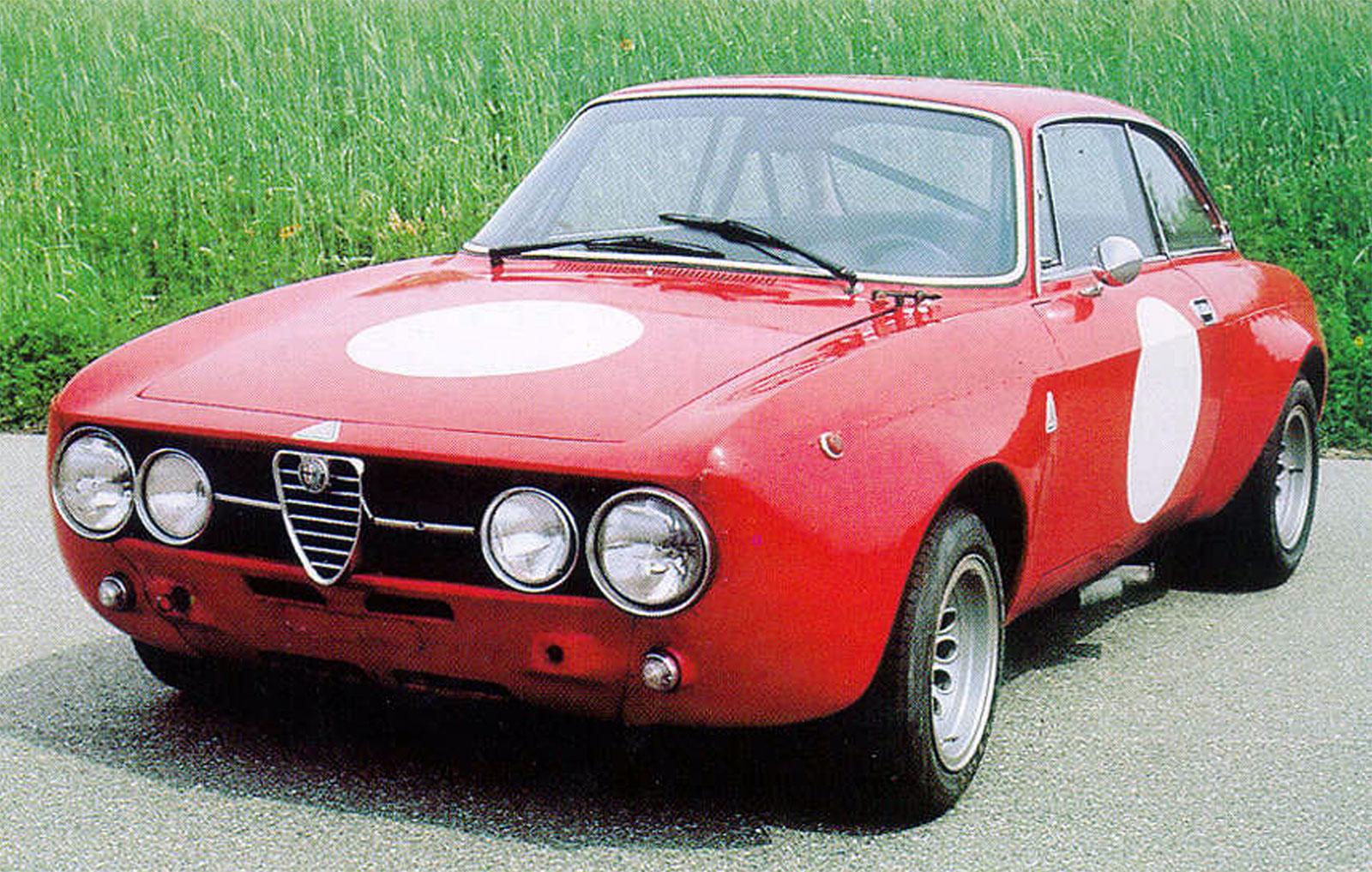 Alfa Romeo's Giulia Quadrifoglio Thrills Us And Goodwood's Huge Crowds 11