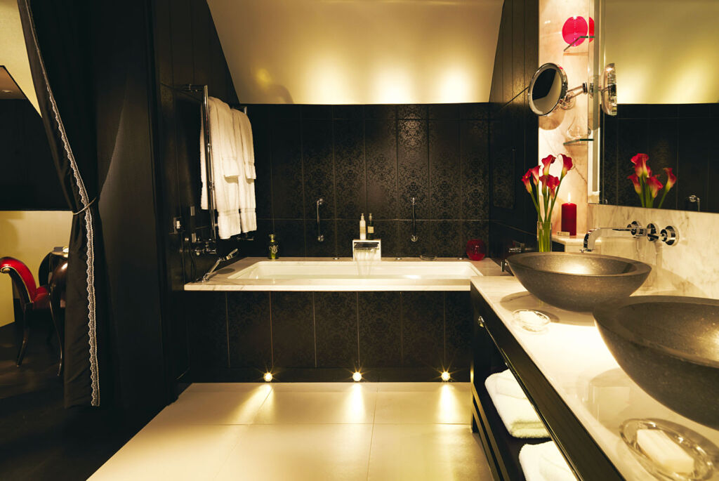 Picture of the bathroom in the oriental looking suite