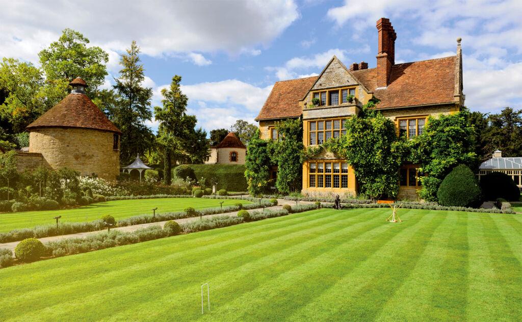 Exterior view of the Belmond Le Manoir aux Quat'Saisons showing house and front garden