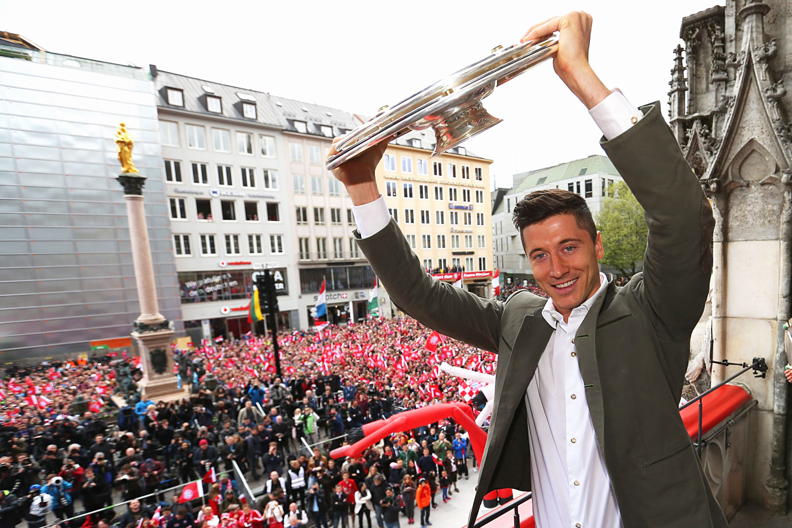 Polish Footballer Robert Lewandowski Chooses Zlota 44 In Warsaw