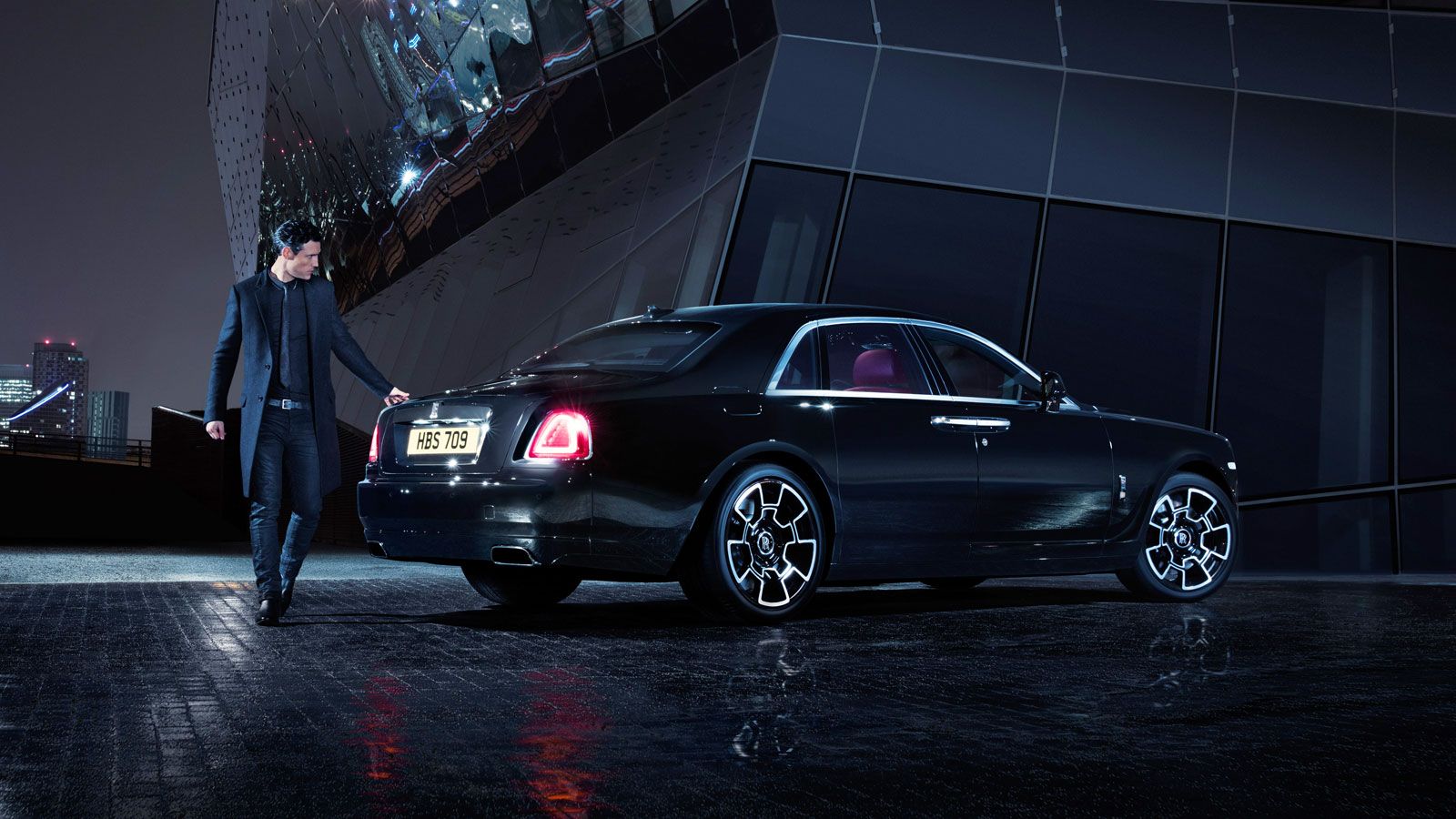 rolls royce brings the brooding and edgy black badges to goodwood. Black Bedroom Furniture Sets. Home Design Ideas