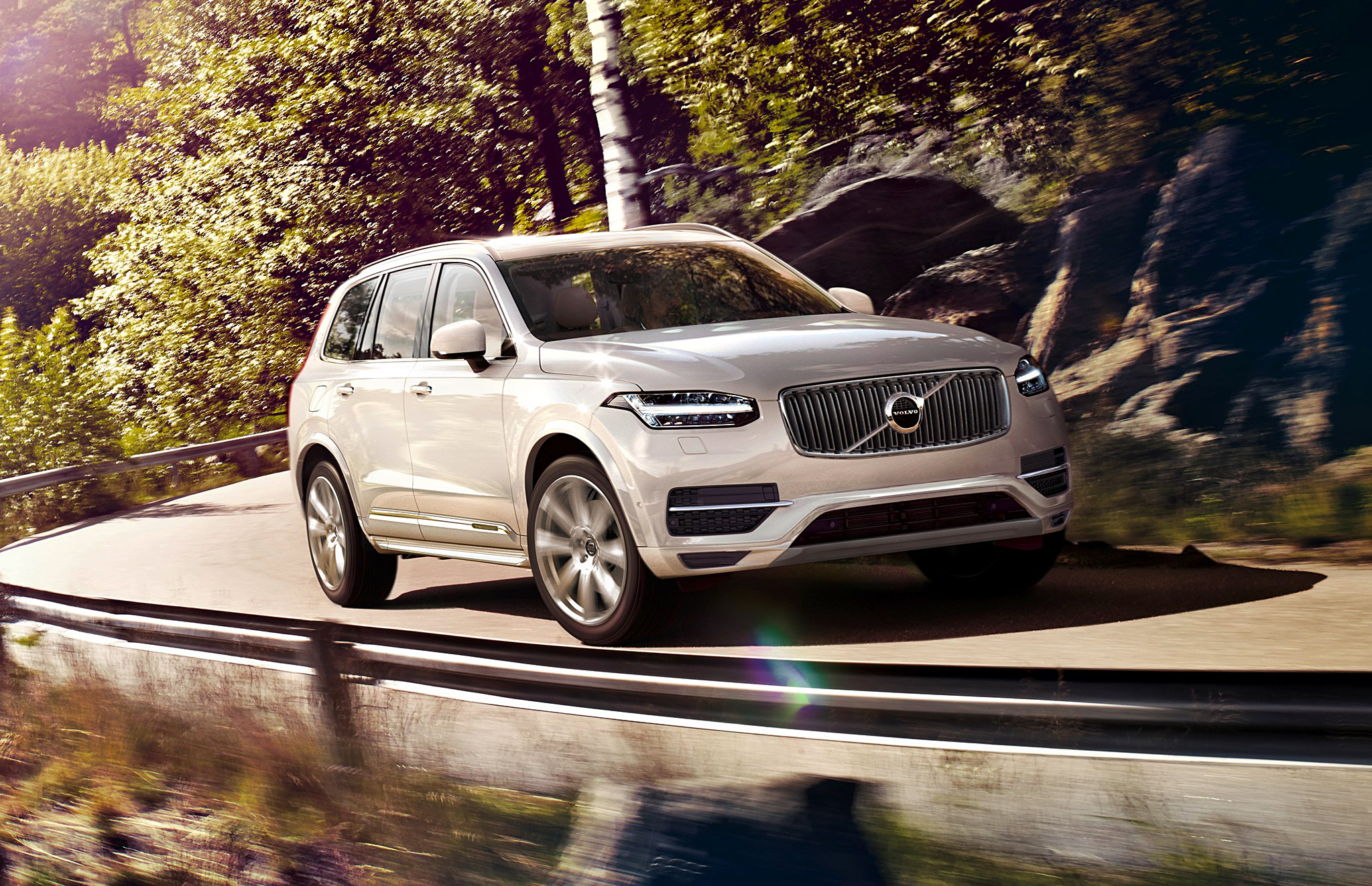 Road Test On Volvo's Award-Winning XC90 T8 Plug-in Hybrid