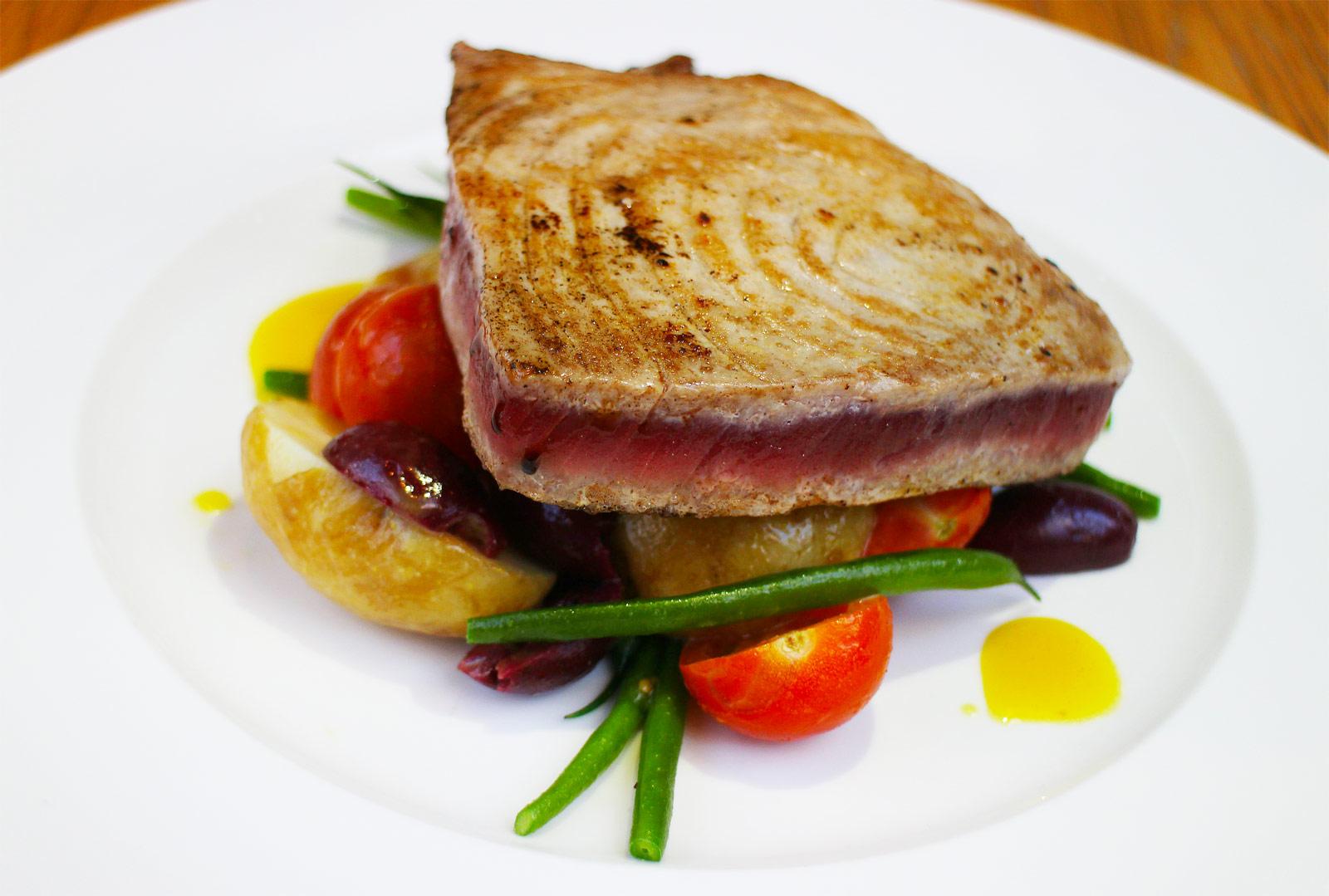 Tuna à la Nicoise