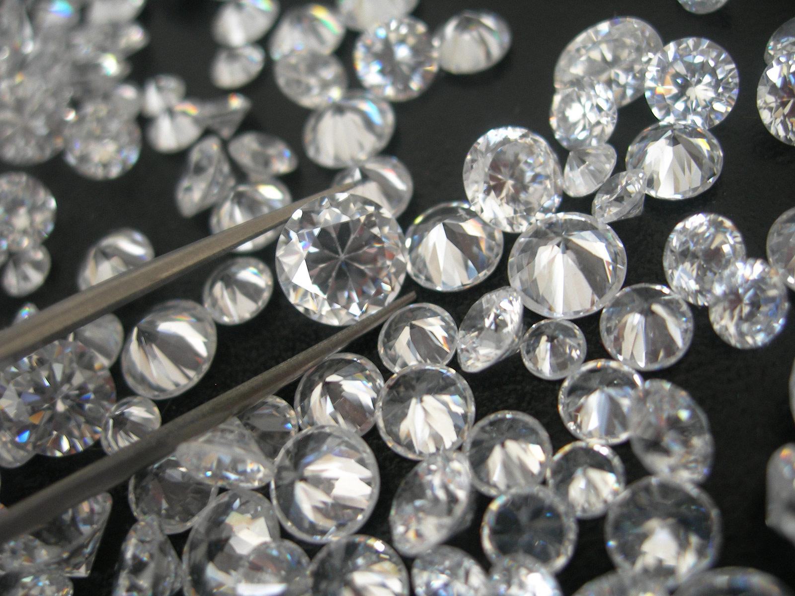 Exploring The Sparkling Allure Of Damiani's Diamonds 8
