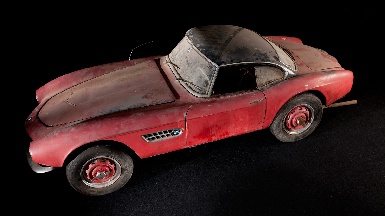 The BMW 507 Owned By Elvis Presley Returns To Its Former Glory 7