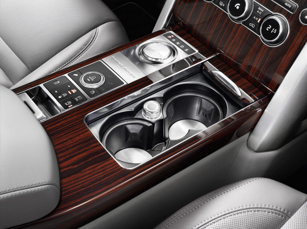 Picture showing the centre console between the front seats