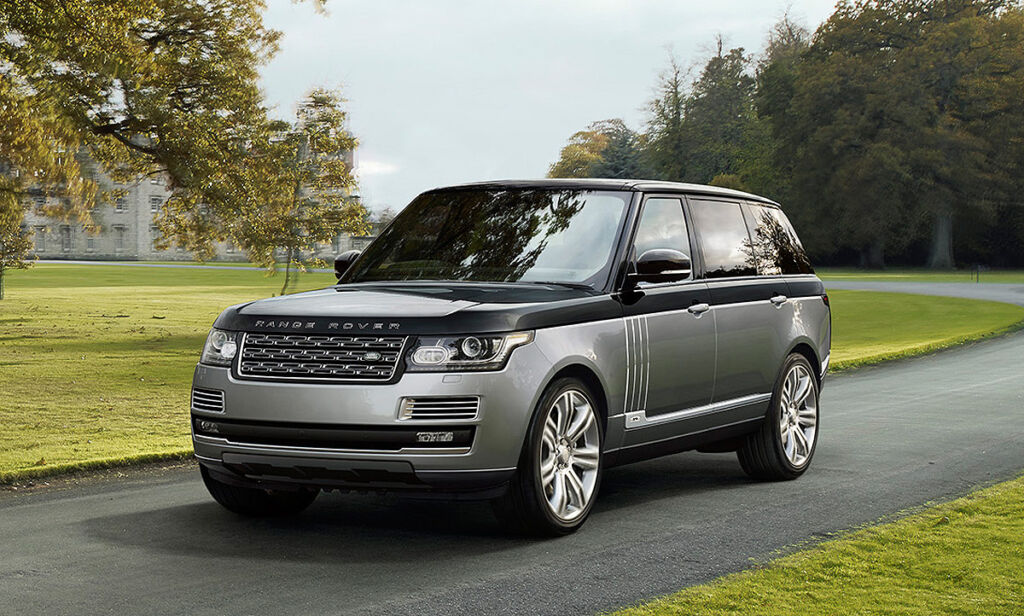 Photo of the Range Rover SVAutobiography driving outside a large country house