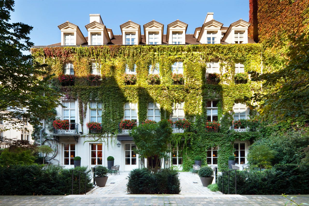 Living Like A Queen At Le Pavillon De La Reine In Paris