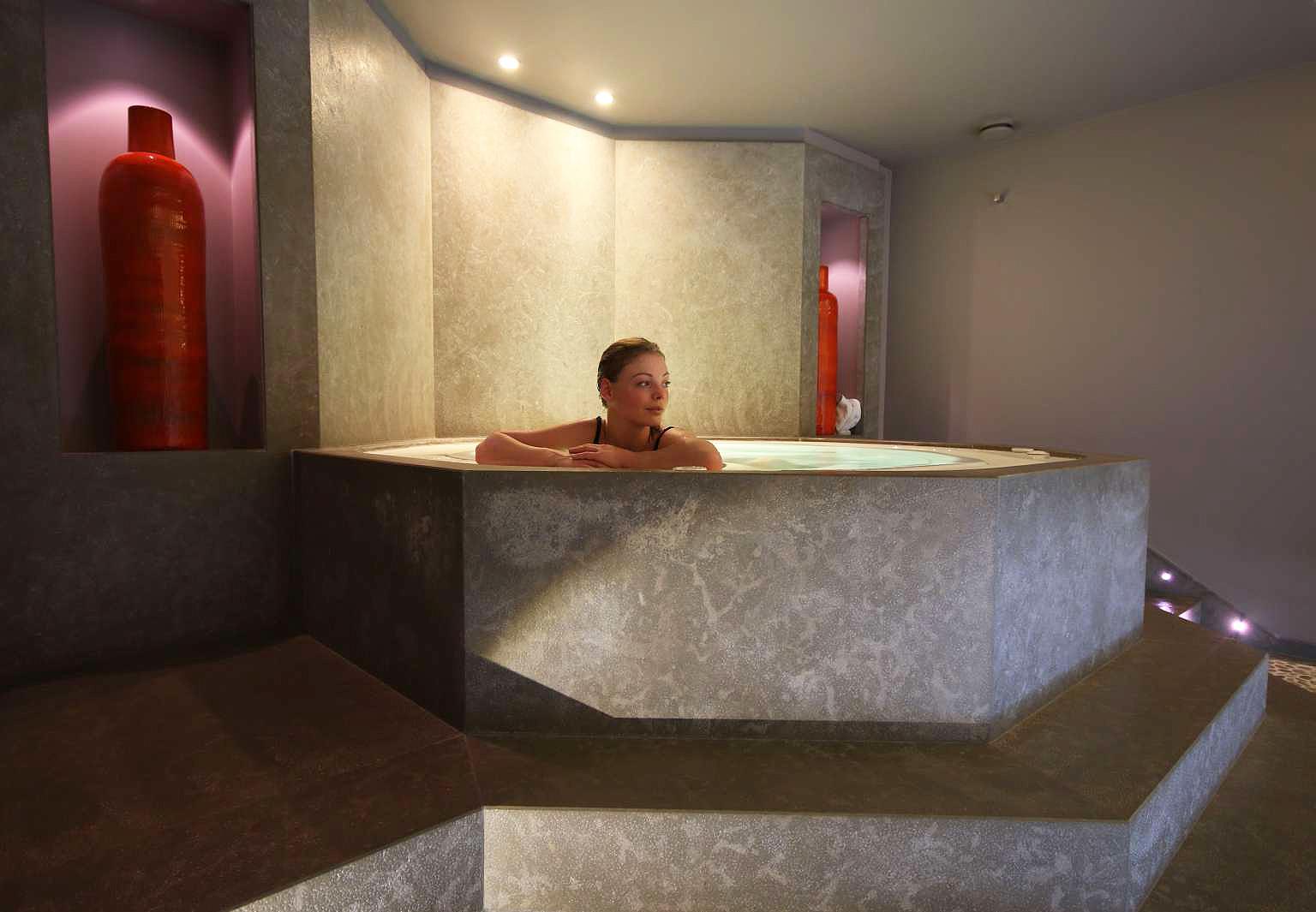 le-pavillon-de-la-reine-spa
