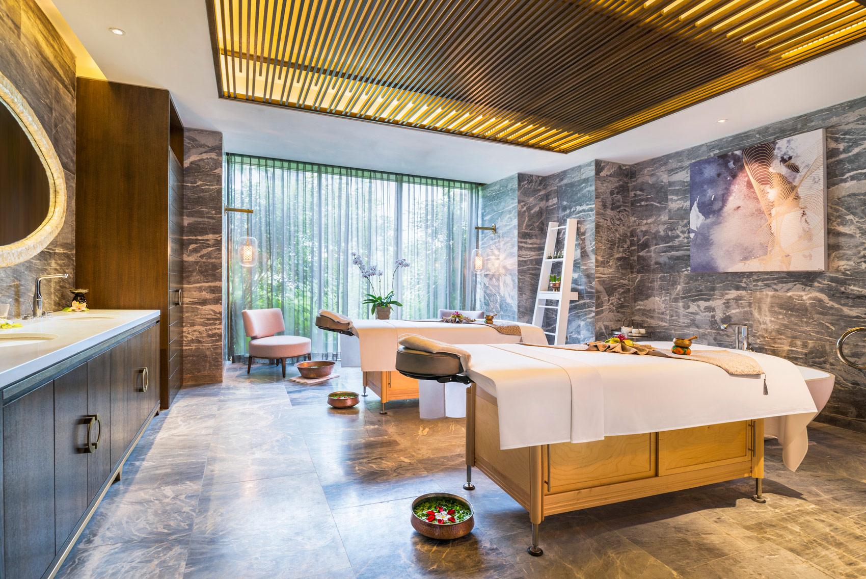 bentley-bentayga-st-regis-hotels-straits-drive-12