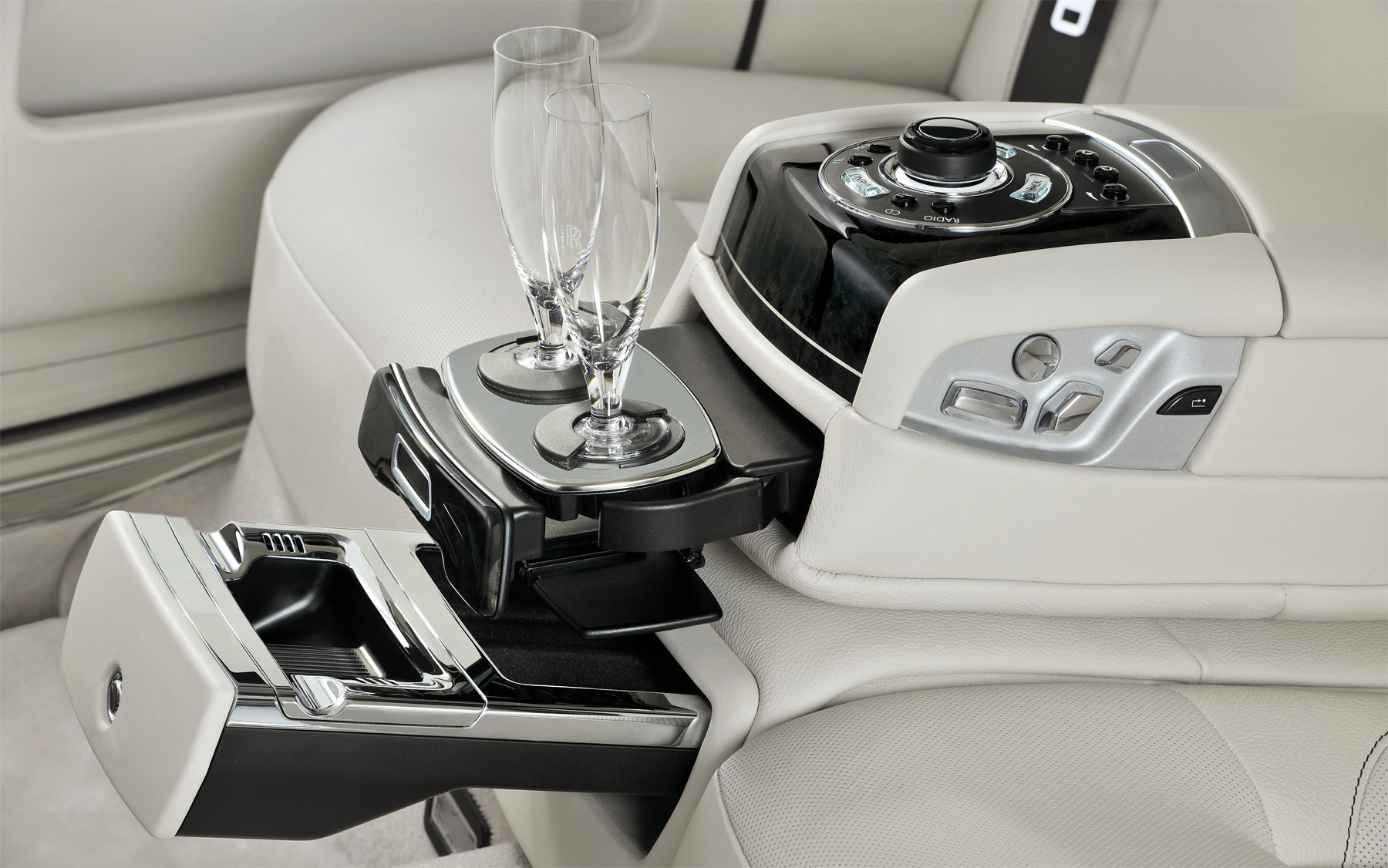 2017-Rolls-Royce-Ghost-Extended-Wheelbase-2