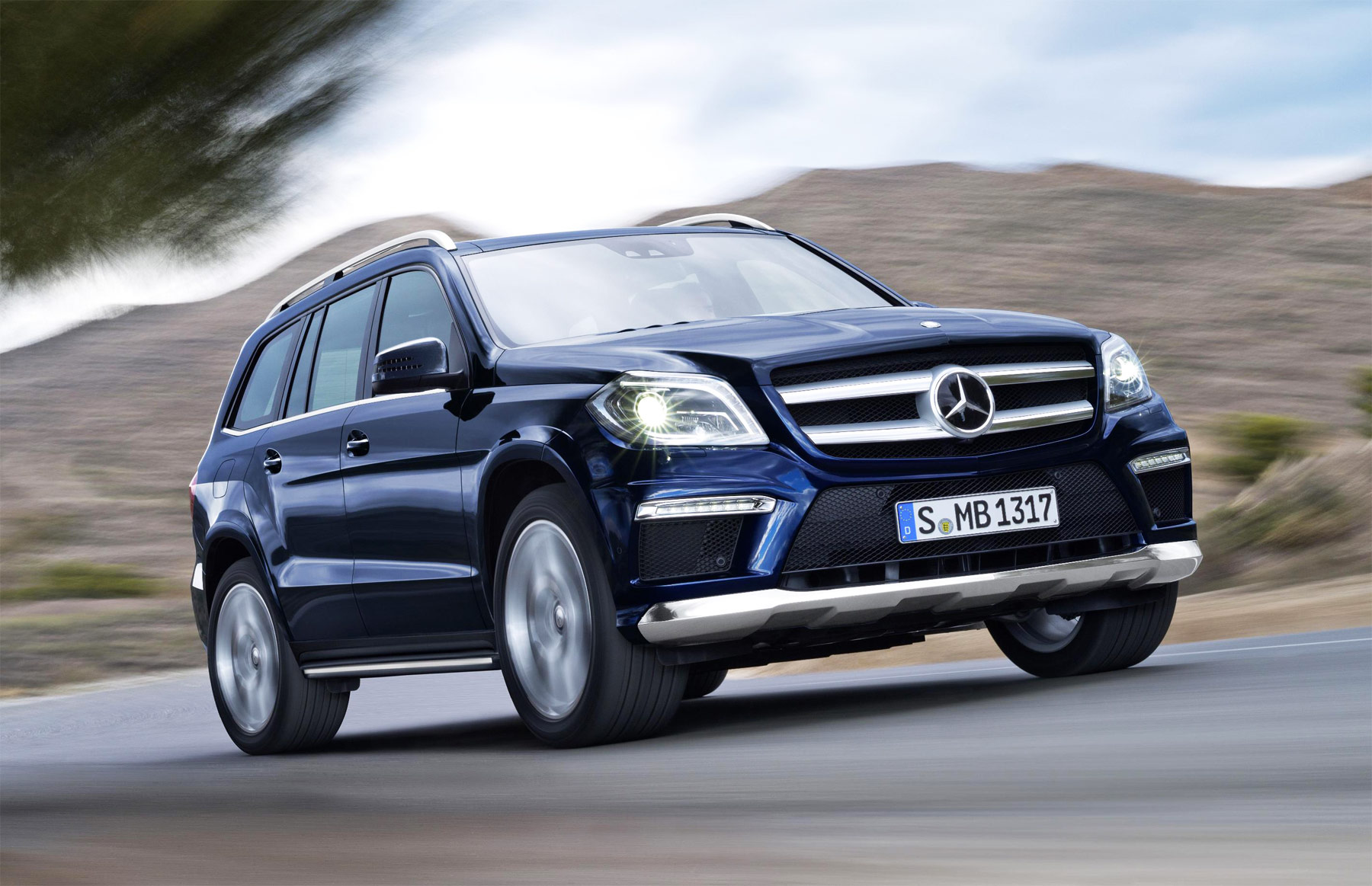 Gina baksa takes the mercedes benz suv g off road at millbrook for Mercedes benz gl class luxury suv