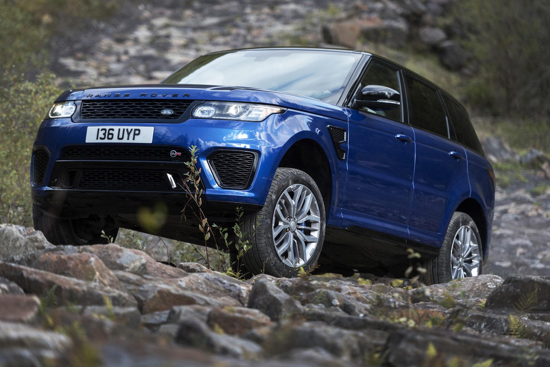 The-Range-Rover-Sport-SVR-performance-1