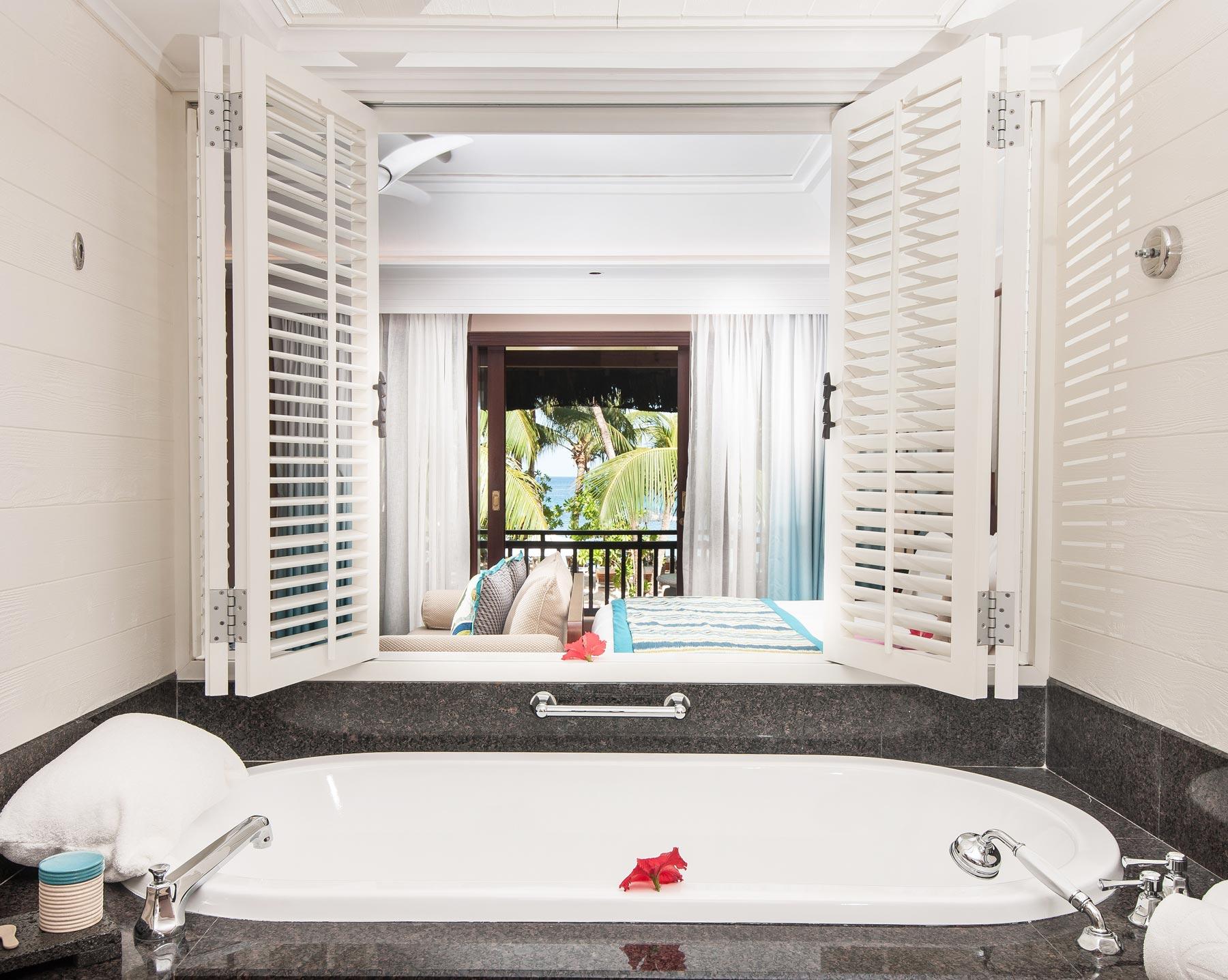 Constance-Lemuria-Seychelles-bathroom