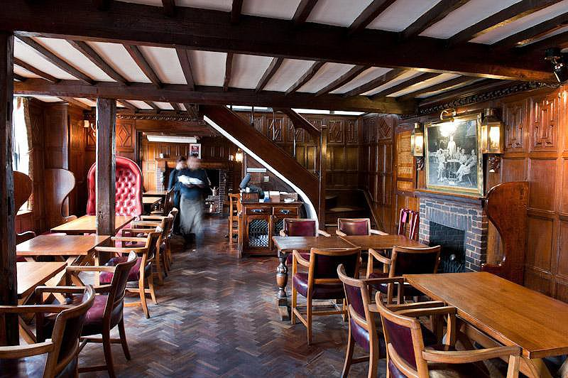 Hinds-Head-Pub-Restaurant-1