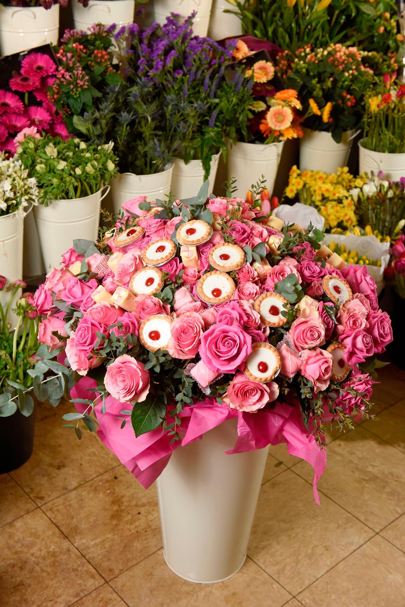 Mr-Kipling-Cake-Bouquet-3