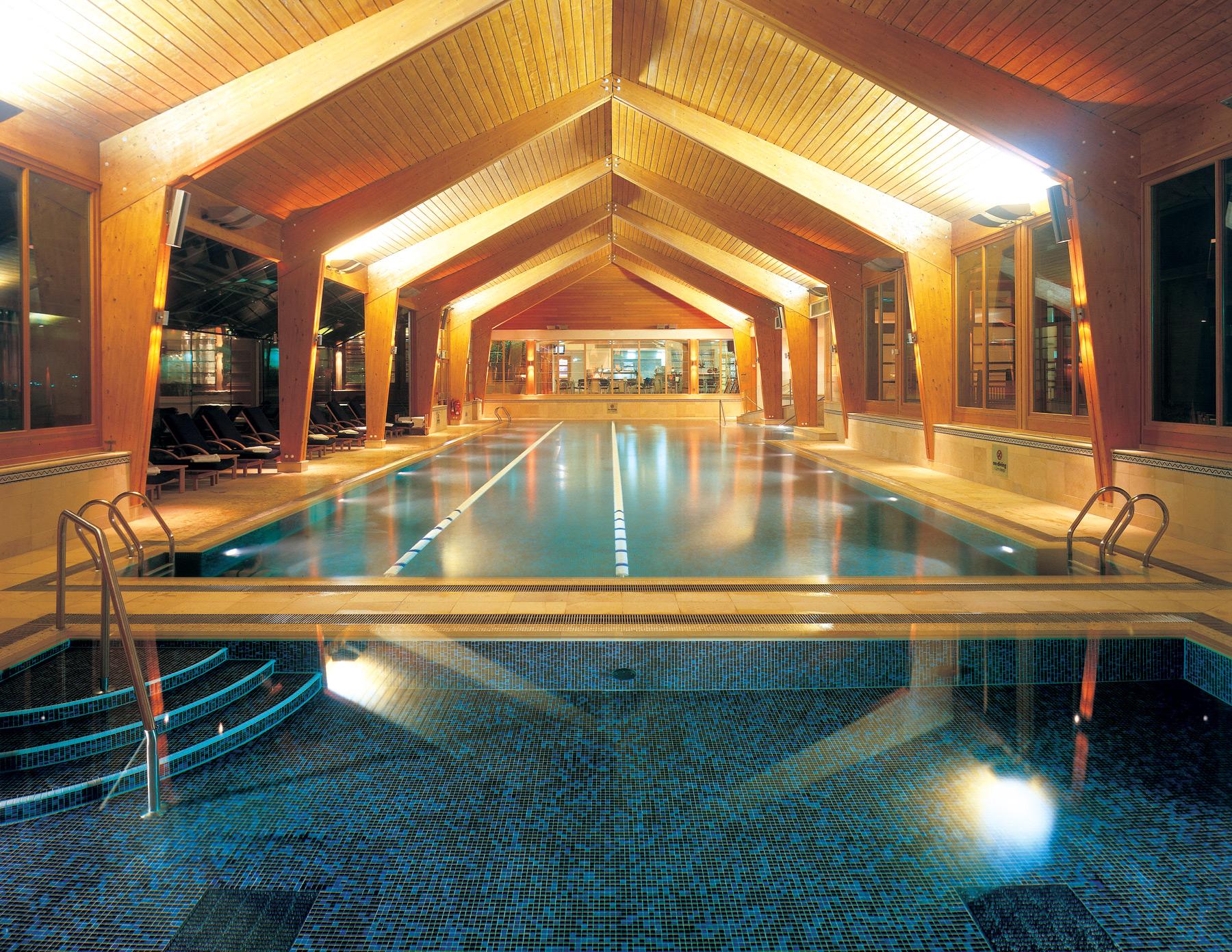 Indoor-pool-at-Wentworth-golf-club