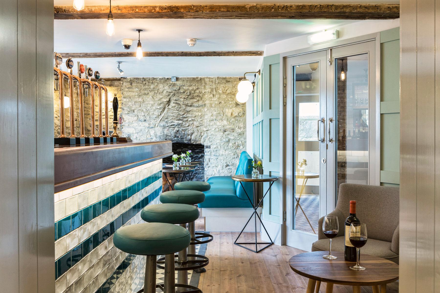 The-old-stocks-inn-bar