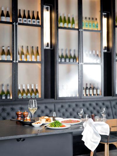 Arthur-Hoopers-Restaurant-Lifestyle-Shot