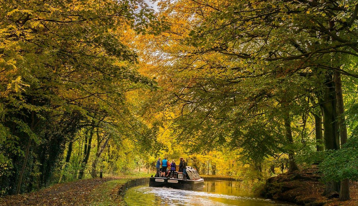 Dazzling Displays of Autumn on Britain's Best-Loved Waterways 5