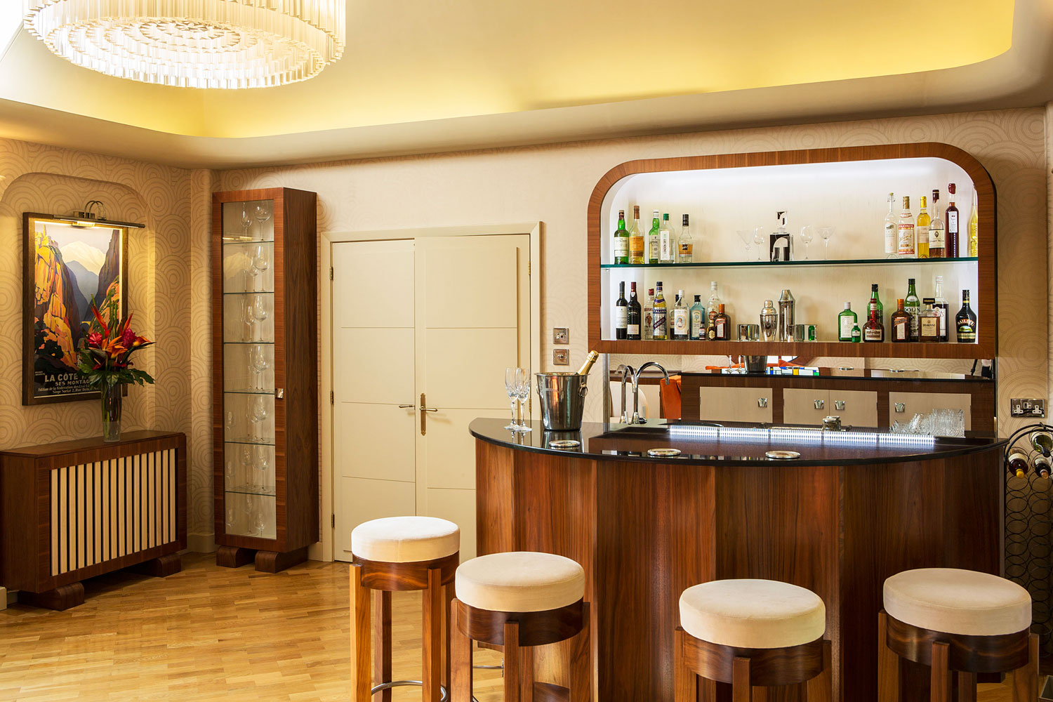 Mark Taylor Design's Art Deco-inspired Bar and Relaxing Room 4