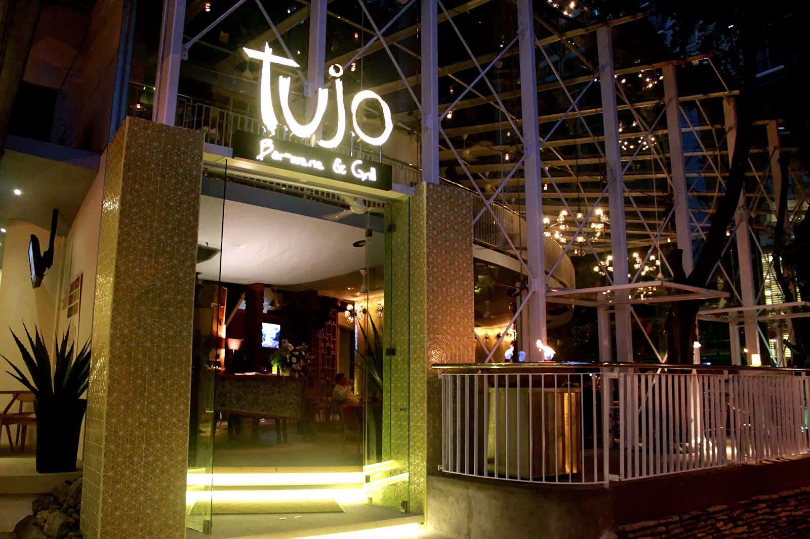 Tujo Bar-sserie & Grill – Eat, Drink and Play in the Heart of Kuala Lumpur 7