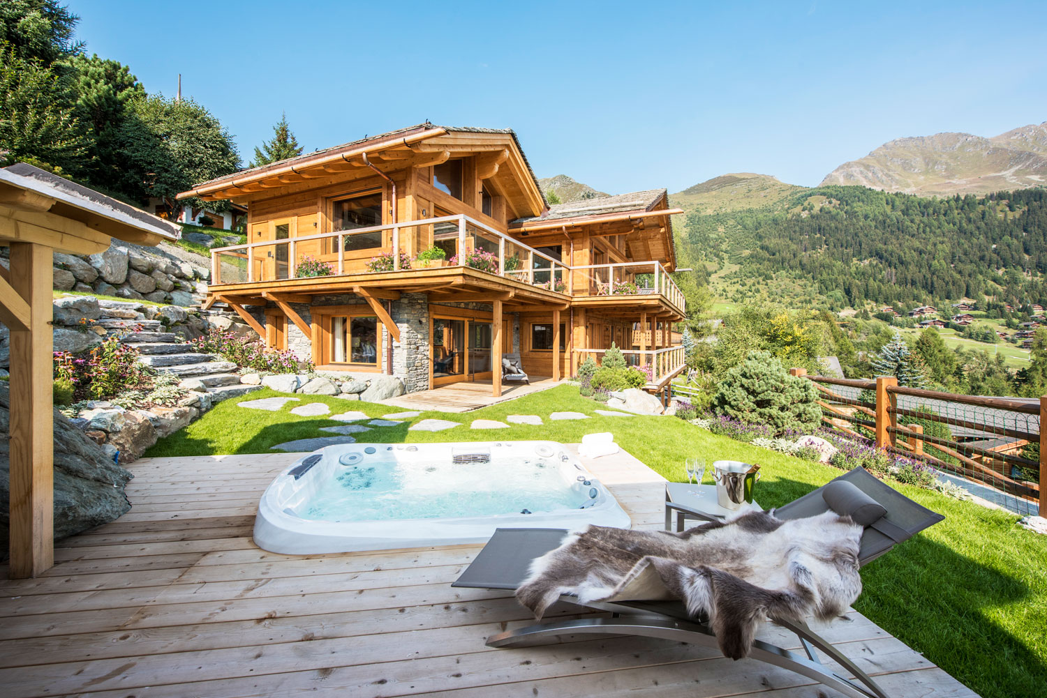 Nicola Hulbert Design Launches Luxurious Chalet Les Étrennes in Verbier 7