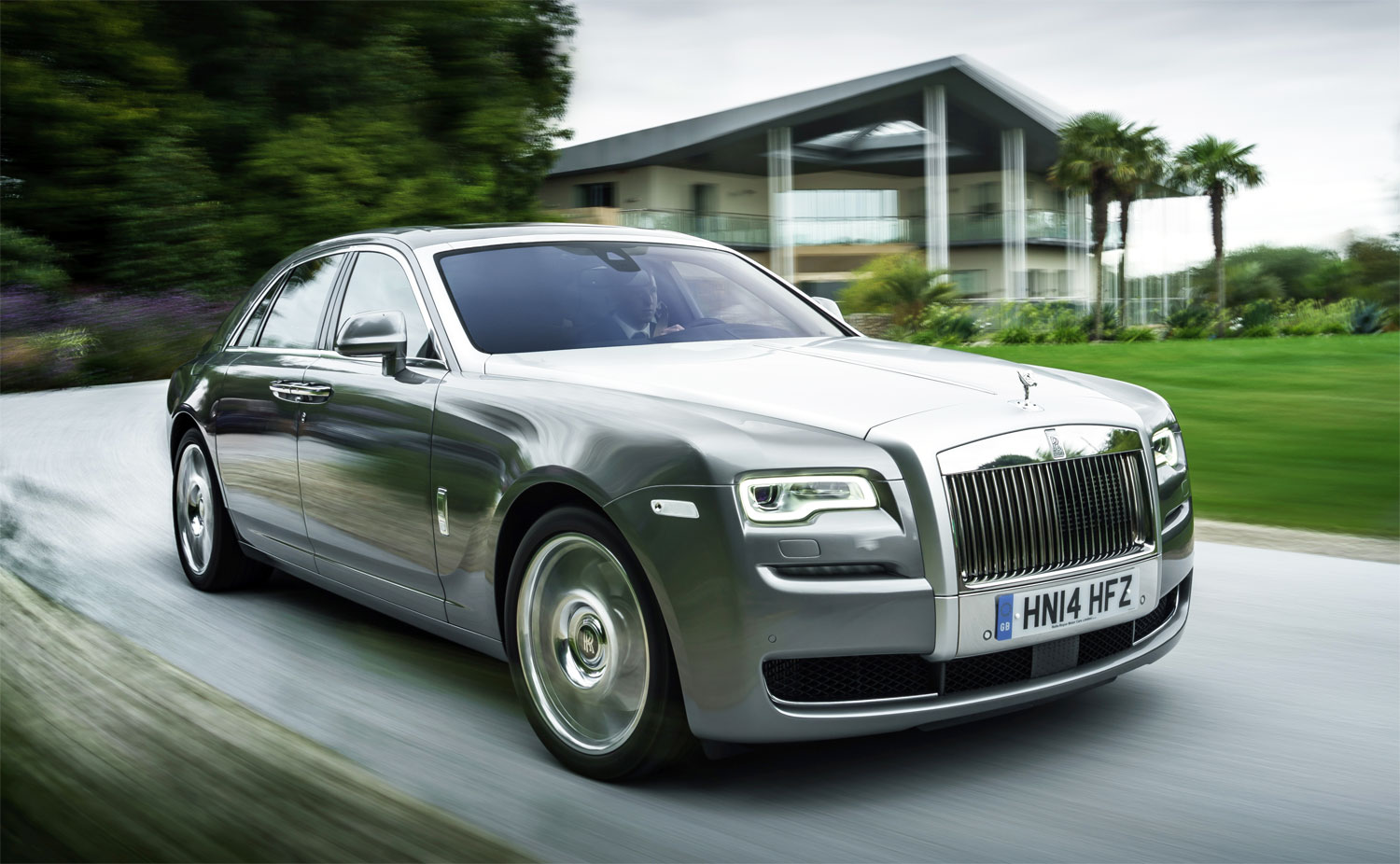 Rolls-Royce and Vatanika Present 'Effortless Luxury' at Thai Motor Expo 6