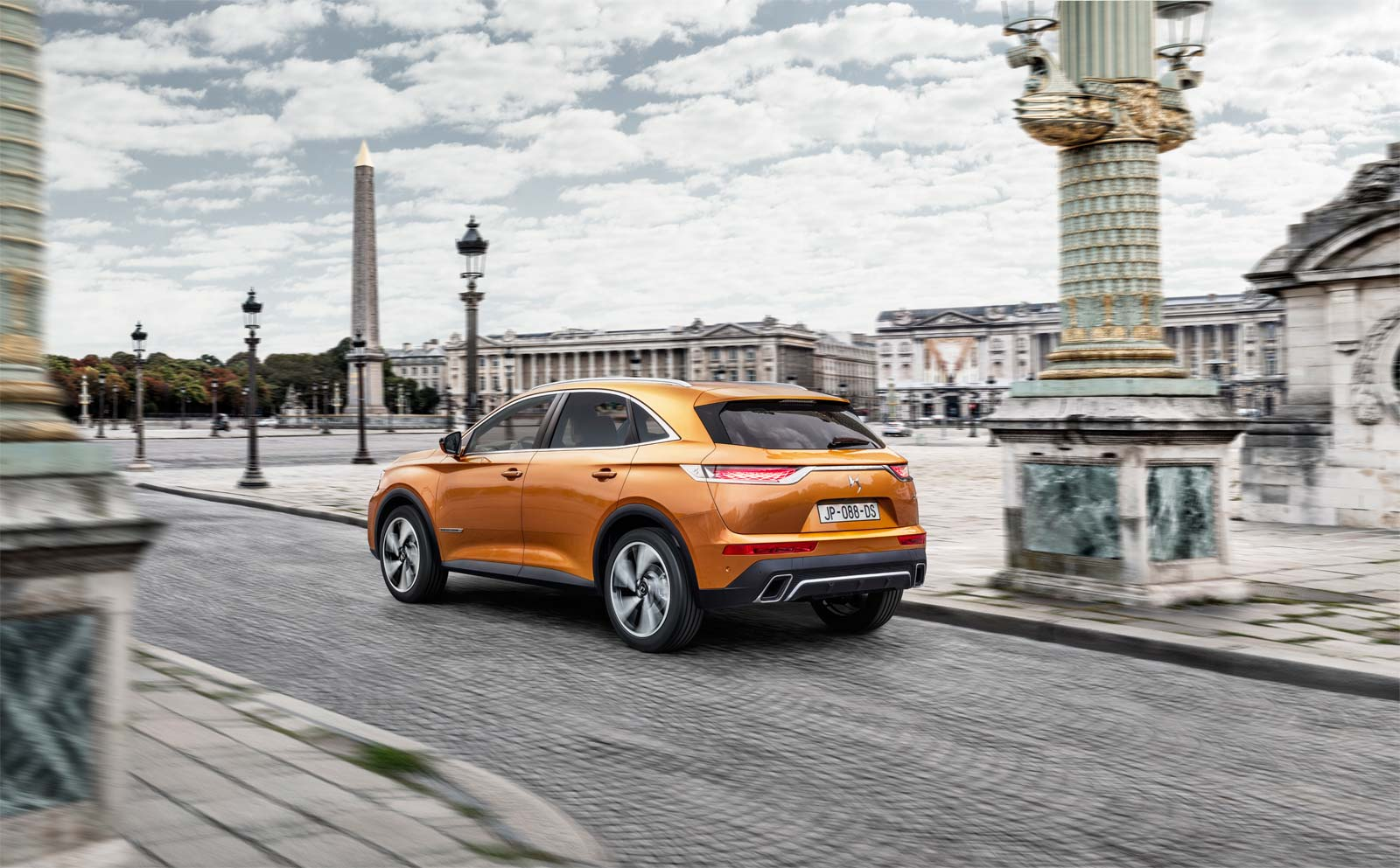 Getting Up Close & Personal with the Highly-Anticipated DS 7 CROSSBACK SUV in Paris 10
