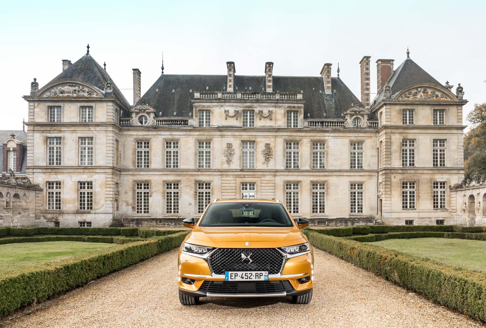 Test Drive and Review of the DS 7 CROSSBACK SUV in Paris