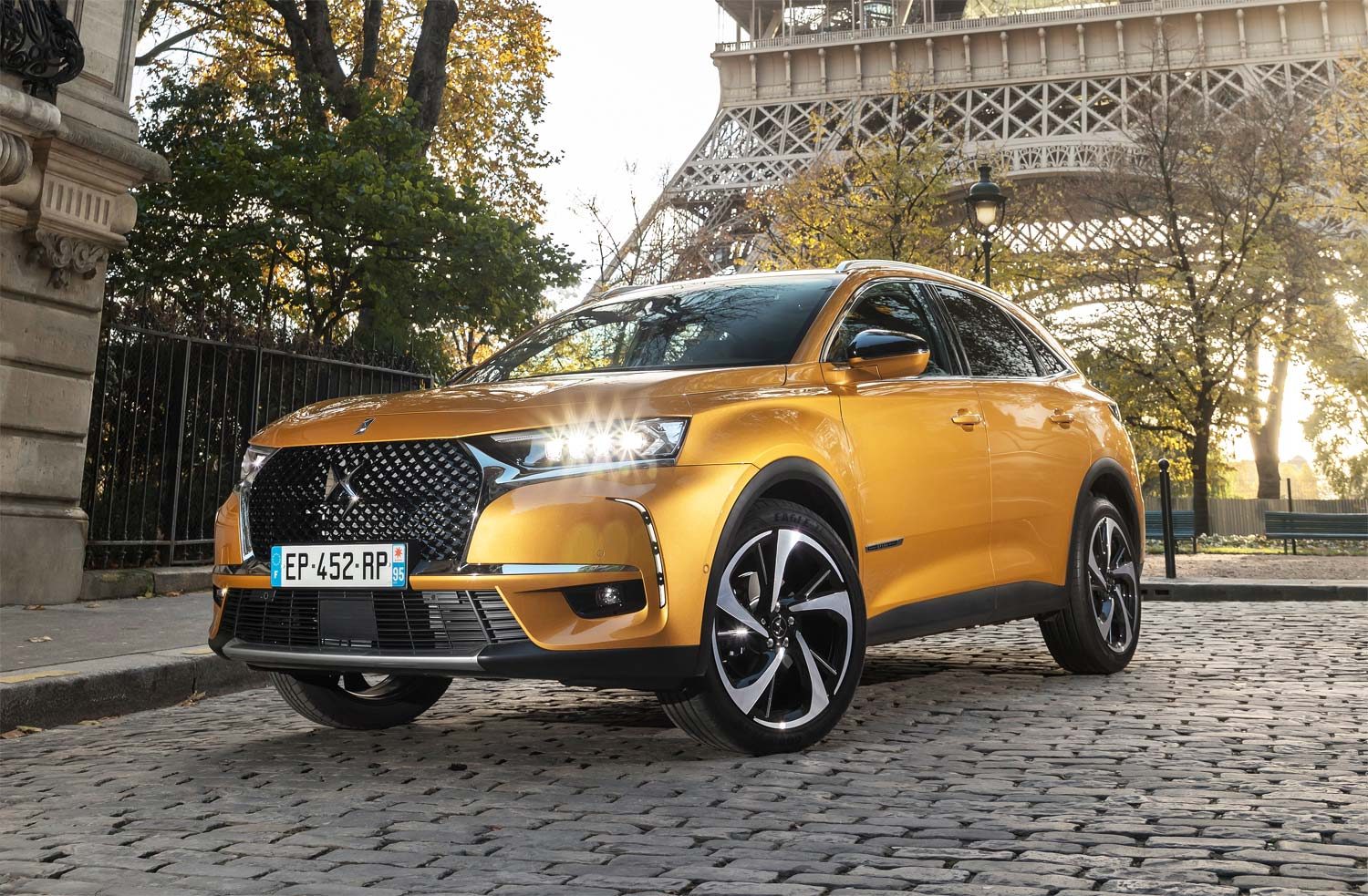 test drive and review of the ds 7 crossback suv in paris. Black Bedroom Furniture Sets. Home Design Ideas
