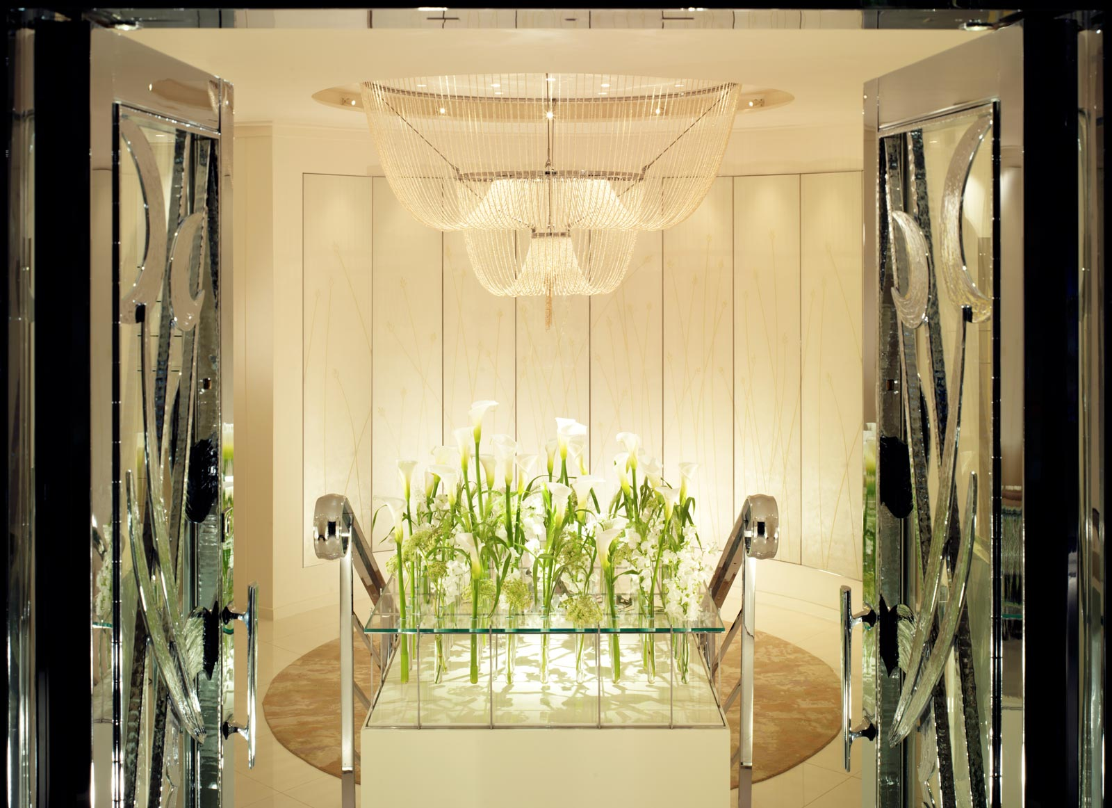 The beautiful chandelier in the Dorchester hotel Spa