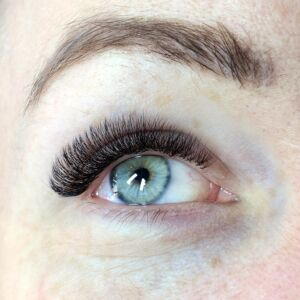 Beauty Treatment Review: Russian Volume Lashes at FATLASH 5