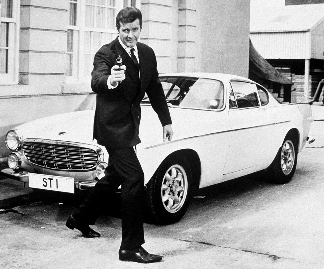 Roger Moore as Simon Templar in 'The Saint' with the Volvo P1800 ST 1