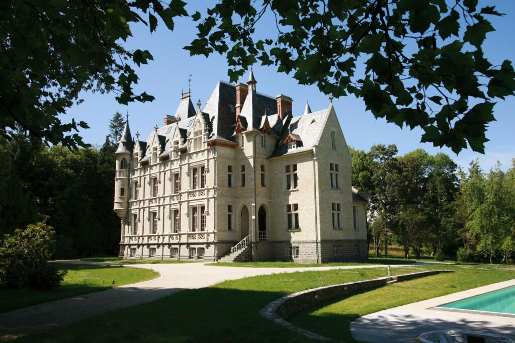 Picture of a large Chateau in France