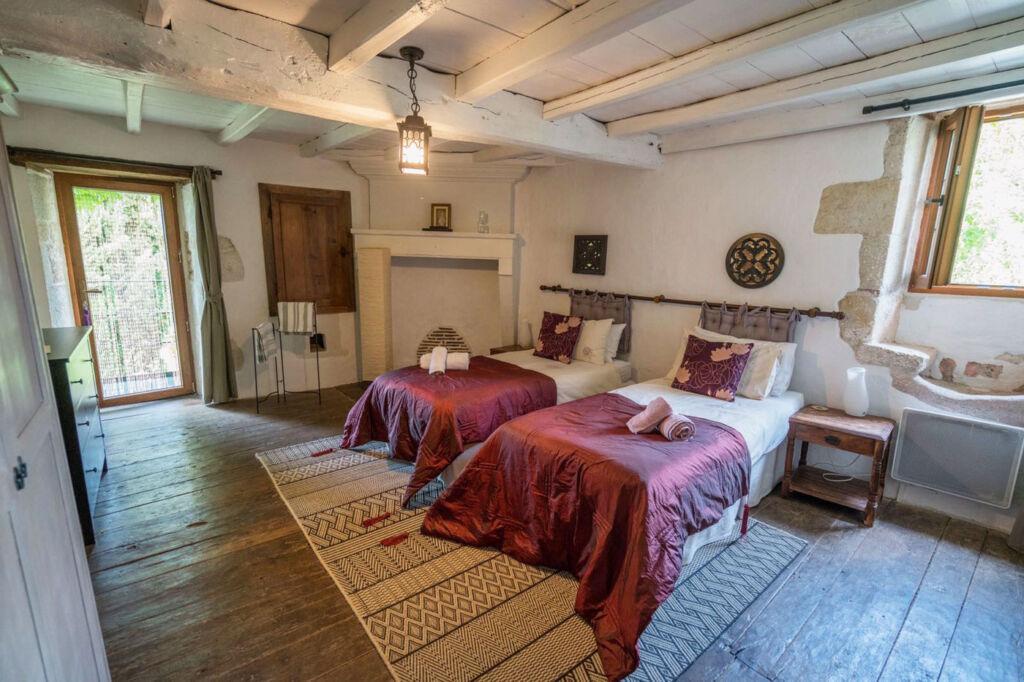 A guest bedroom at the Les Passeroses Yoga Retreat