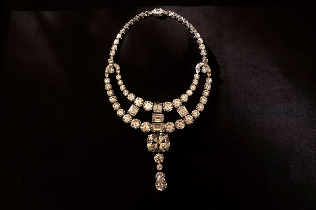 """The Real Star of Ocean's 8 – The Cartier """"Jeanne Toussaint"""" Necklace 7"""
