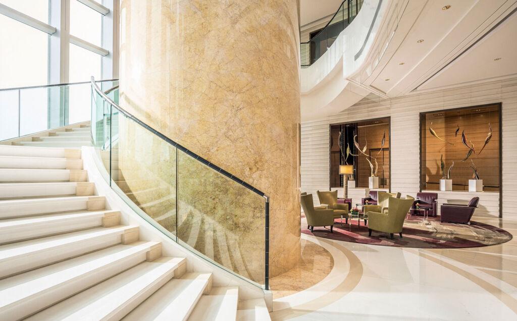 Four Seasons Hotel Hong Kong lobby
