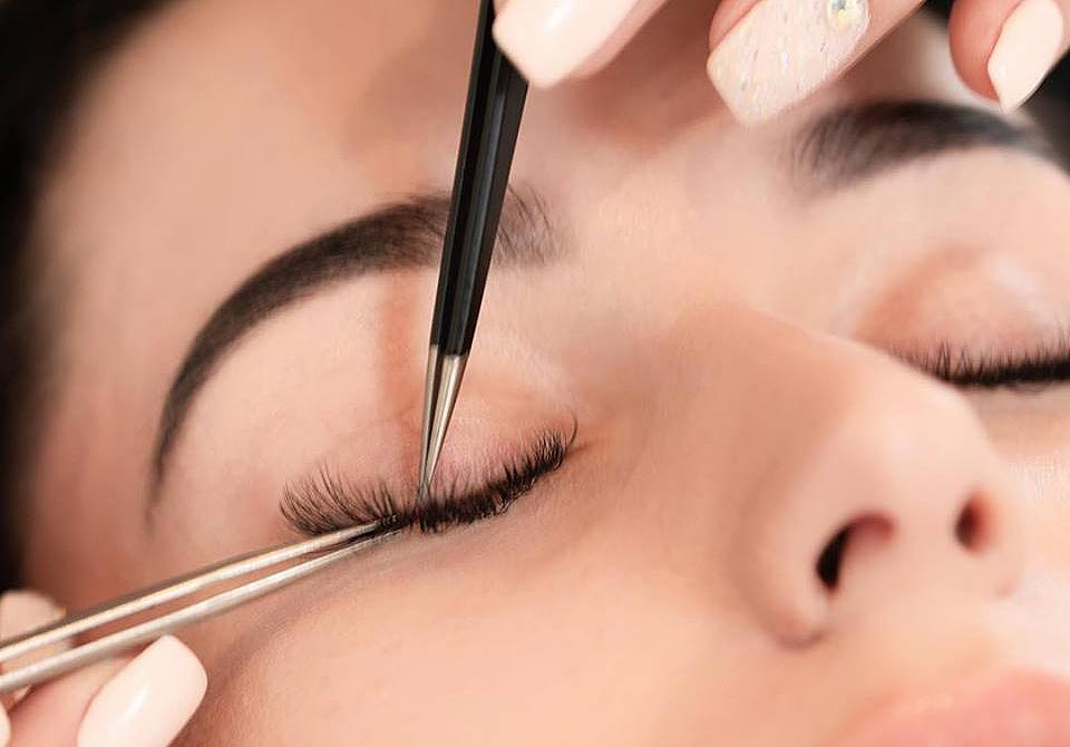 Leanne Kelsall Heads To London's Mayfair For Some Prima Lashes 3